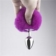 Анальная пробка с заячьим хвостиком фиолетового цвета - 11,5 см.